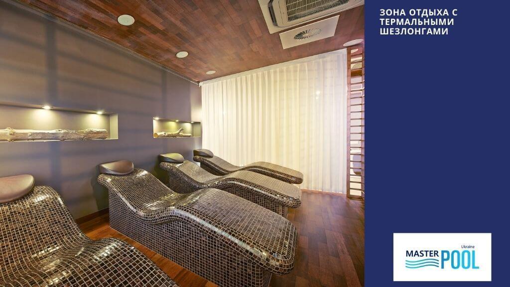 Фото зоны отдыха с термальными шезлонгами